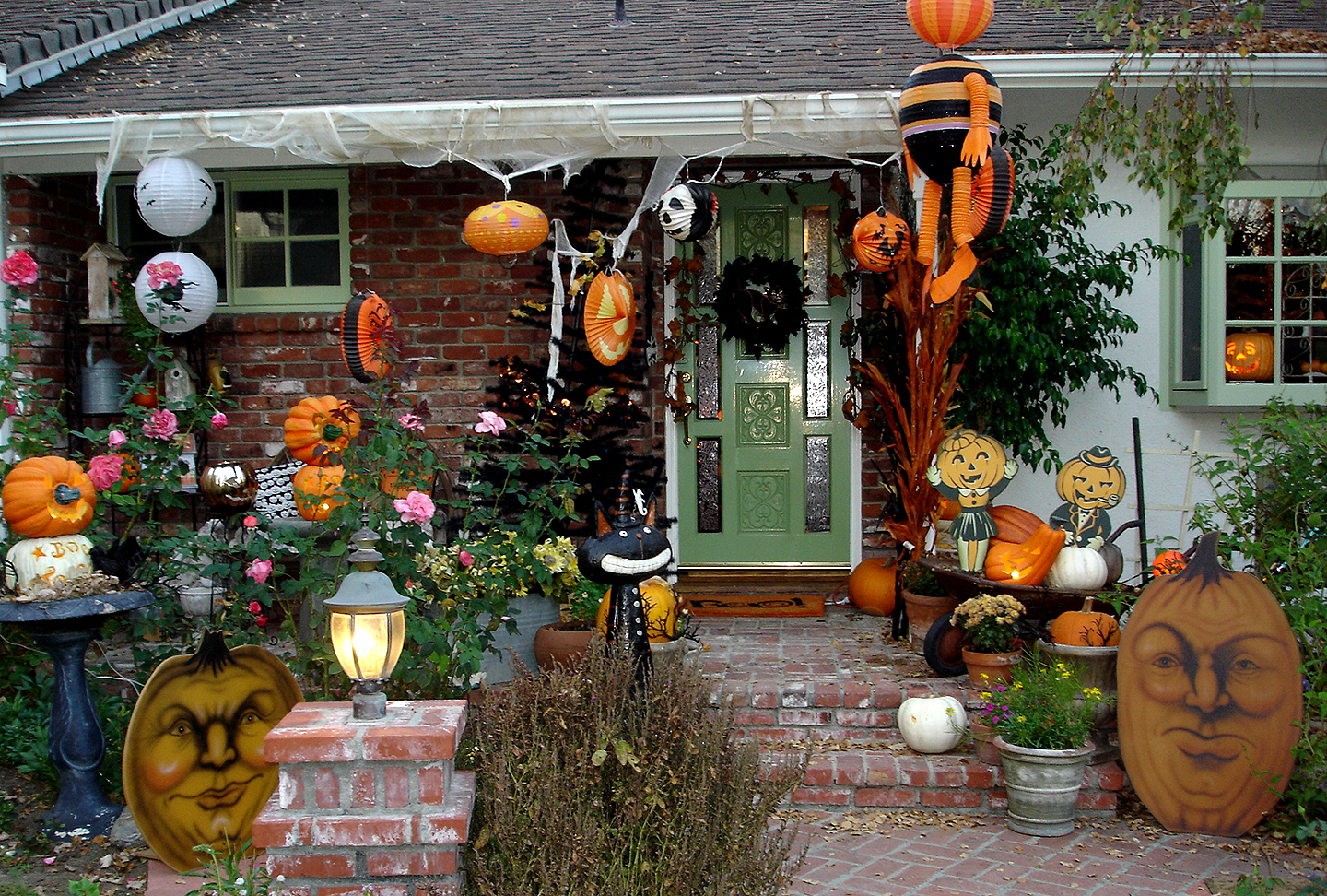halloween fun fact 86 of americans decorate their homes in celebration of halloween